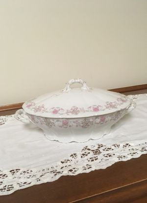 Welmen covered serving dish. for Sale in Libertyville, IL