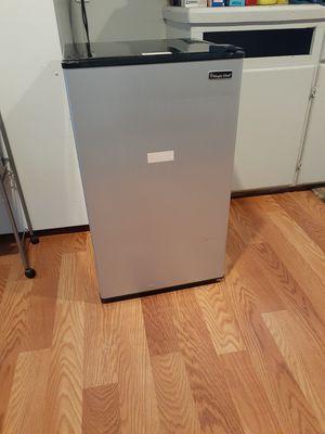 Magic chef Mini Refrigerator for Sale in Salinas, CA