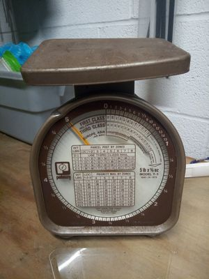 Vintage pelouze 5 lbs postal scale (lil bit of rust but hey it's old ;) ) for Sale in Puyallup, WA