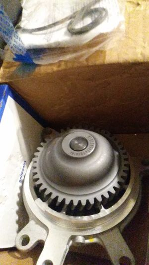 Silverado Sierra 01-05 water pump for Sale in Chicago, IL