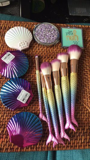 Claire's compact mirrors and set of mermaid makeup brushes Brand new with original price tags preferred to sell as lot for Sale in Miami, FL