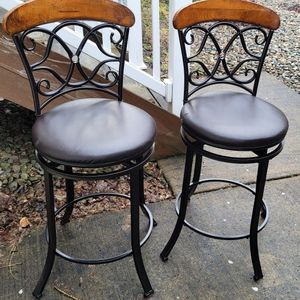 "Two 41-1/2"" Tall Bar Chsirs Heavier Metallica And Wood, Swivel seat.. for Sale in Vancouver, WA"