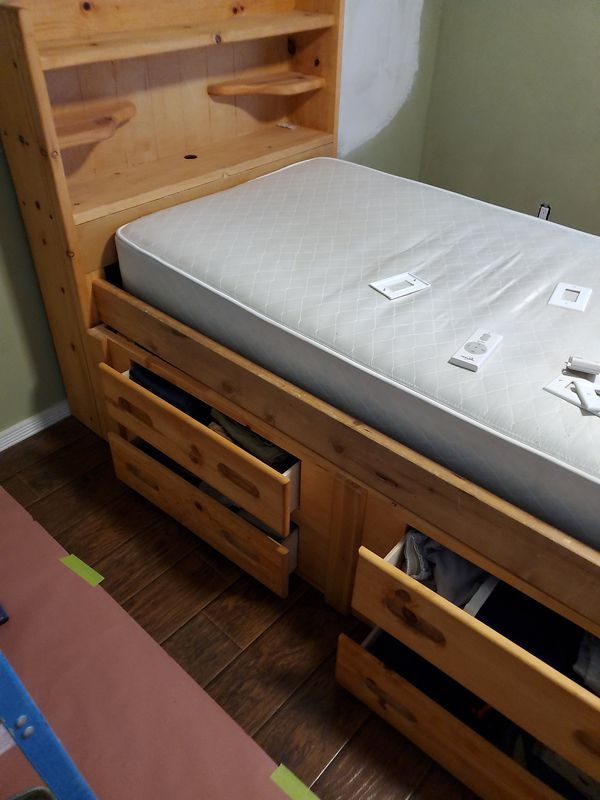 Like new twin bed