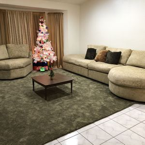 Beautiful Seccional Couch Coffee Table Included for Sale in Henderson, NV