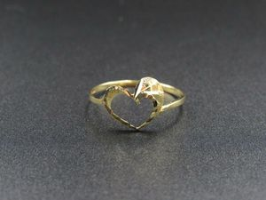 Size 7.5 10K Gold Dainty Textured Heart Band Ring Vintage Estate Wedding Engagement Anniversary Gift Idea Beautiful Elegant Unique Cute Love for Sale in Everett, WA
