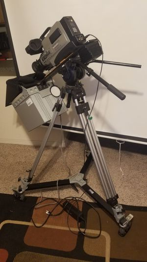 Panasonic AG456 Tripod and teleprompter for Sale in Tampa, FL