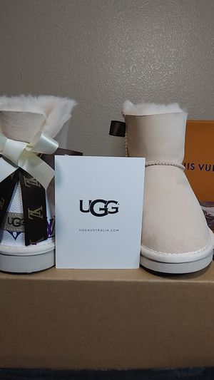 UGG ( SIZES 6, 8, 9, 10) for Sale in San Leandro, CA