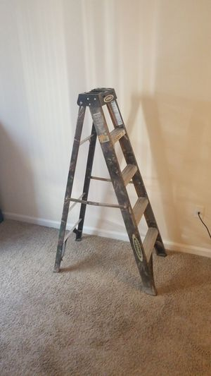 5 ft. Camo ladder for Sale in Hanover, MD