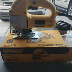 DEWALT 5.5 Amp Corded Jig Saw Kit for Sale in Bakersfield, CA