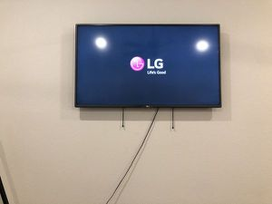 LG 55 Inch LED Full HD TV 50LN5400 for Sale in Dallas, TX