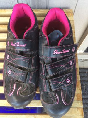 Woman's pearl Izumi mountain bike shoes for Sale in Bend, OR