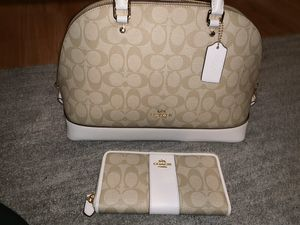 New Authentic Coach purse and wallet for Sale in San Bernardino, CA