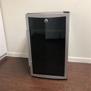 GE Wine Cooler DOES NOT COOL for Sale in Houston, TX