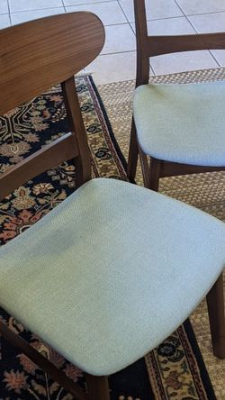 Kitchen/Dining Room Table And chairs for Sale in Seattle,  WA