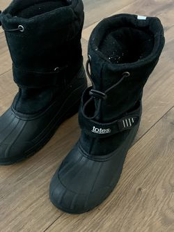 Boys Snow Boots Size 5 for Sale in Tigard,  OR