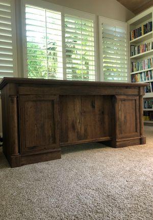 Excellent condition wooden office desk for Sale in Rancho Santa Fe, CA