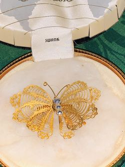 VINTAGE SWANK GOLD FILIGREE BUTTERFLY w/ RHINESTONES IN ORIGINAL HINGED BOX - INTERNATIONAL COLLECTION for Sale in Quincy,  MA