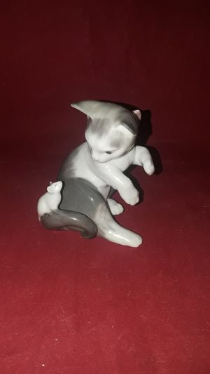 "RETIRED LLADRO FINE PORCELAIN #5236 PLAYFUL KITTY CAT & MOUSE SCULPTURE FIGURINE 3-1/4"" TALL IN ORIG BOX for Sale in Pompano Beach, FL"