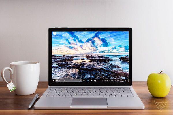 """Microsoft Surface Book 2 13"""" Intel 8th Gen i7 8gb RAM 256gb+Warranty"""