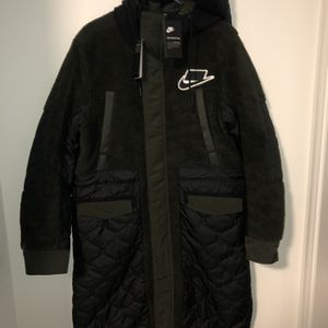 Nike Mens Small Sportswear Syn Fill Sherpa Parka Black Sequoia Coat BV4797-010 for Sale in Montebello, CA