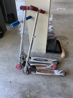 3 Razor Scooters for Sale in Puyallup, WA