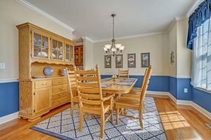 Dining room set for Sale in Chesterfield, NJ