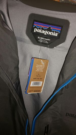 Patagonia rain coat NEW. Tags on for Sale in Chicago, IL