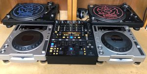 2x Pioneer cdj 800 mk2 220v excellent condition work perfectly. DJ equipment for Sale in Escondido, CA