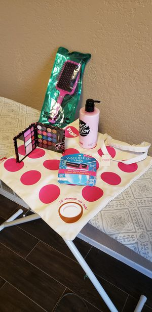 PINK bag and lotion with a brush and makeup palette for Sale in Dallas, TX