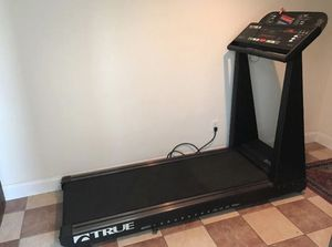Free Delivery! True Fitness 450 soft Treadmill for Sale in Chicago, IL