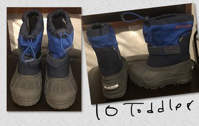 Snow boots toddler 10 for Sale in Commerce City,  CO