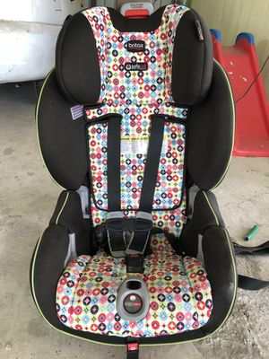Great car seat grows with your child for Sale in Pharr, TX