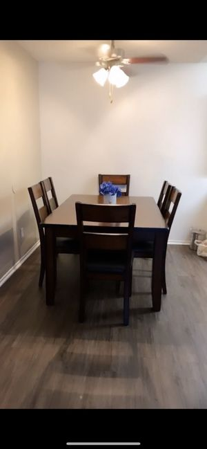 Sturdy Kitchen Table for Sale in Fontana, CA