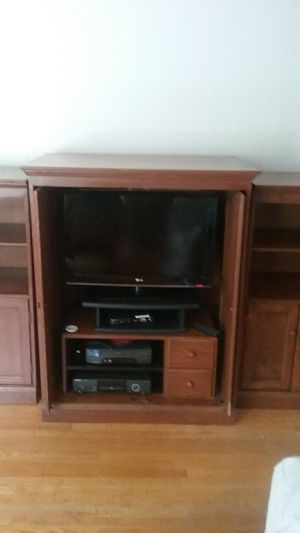 Three piece entertainment center for Sale in Greenville, SC