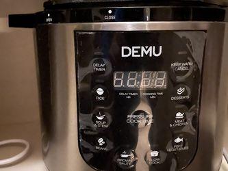 instant pot like,Electric Pressure Cooker Instant Programmable Pressure Pot, 6 Quart, Stain-Resistant Slow Cooker, Steamer, Saute, Yogurt Maker, Egg C for Sale in Arcadia,  CA