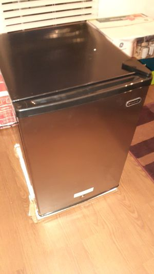 New Wynter 2.1 Cubit Freezer. Black and Stainless Steel. for Sale in Loganville, GA