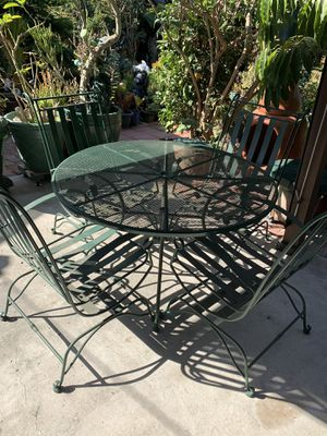 Wrought iron garden set ( 5 pcs ) no missing parts. for Sale in Gardena, CA