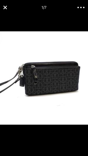 Coach Poppy Metallic Signature Double Zip Wristlet Wallet Black for Sale in Denver, CO