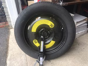 18 inch emergency tire and jack. for Sale in Lancaster, PA