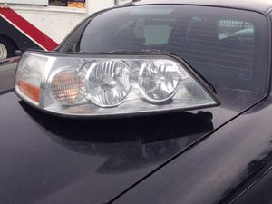 08 town car passenger side HD head light assembly include original HD bulb for Sale in Alexandria, VA
