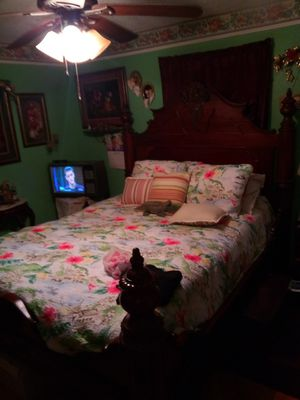 Antique furniture bed and two matching nightstands for Sale in Houston, TX