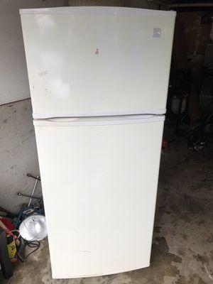 Kenmore White 19.0 cu ft fridge/freezer for Sale in Bonney Lake, WA