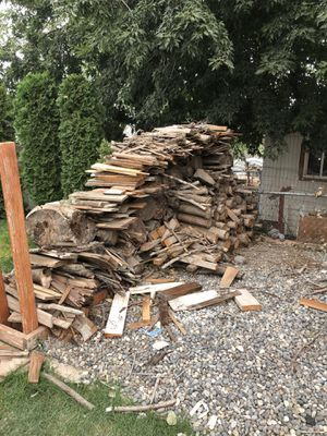 Fire wood- dry kindling and small logs for Sale in Kennewick, WA