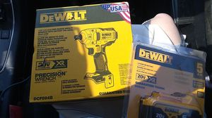 1/2 inch mid range impact wrench and 5ah battery for Sale in Oregon City, OR