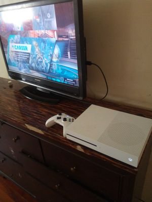 Xbox 1 s good condition like new hit me up we can work out a price for Sale in Philadelphia, PA