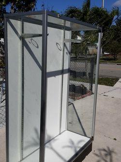 VITRINA DE VIDRIO. 48X72X19 PULGADAS. SHOWCASE for Sale in Hialeah,  FL