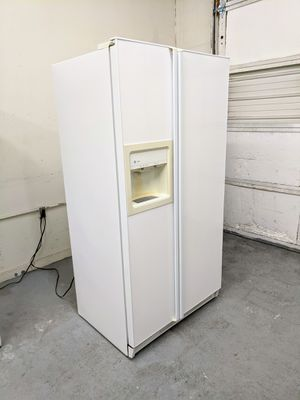 GE Refrigerator in Great Working Condition - Delivery Available for Sale in Bluffdale, UT
