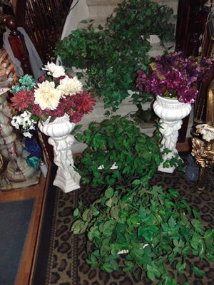 7 silk plants with baskets for Sale in Las Vegas, NV