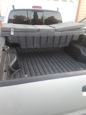 5ft CROSS BED TRUCK TOOL BOX for Sale in Perris, CA