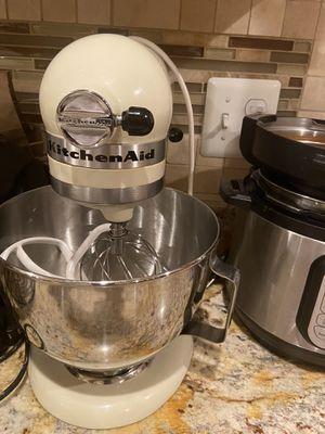 KitchenAid Classic (250 Watt) K45SS[WH] Mixer for Sale in Herndon, VA